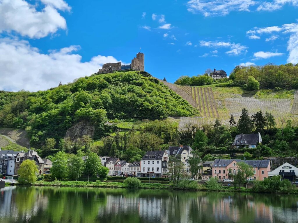 Blick auf die Burg Landshut